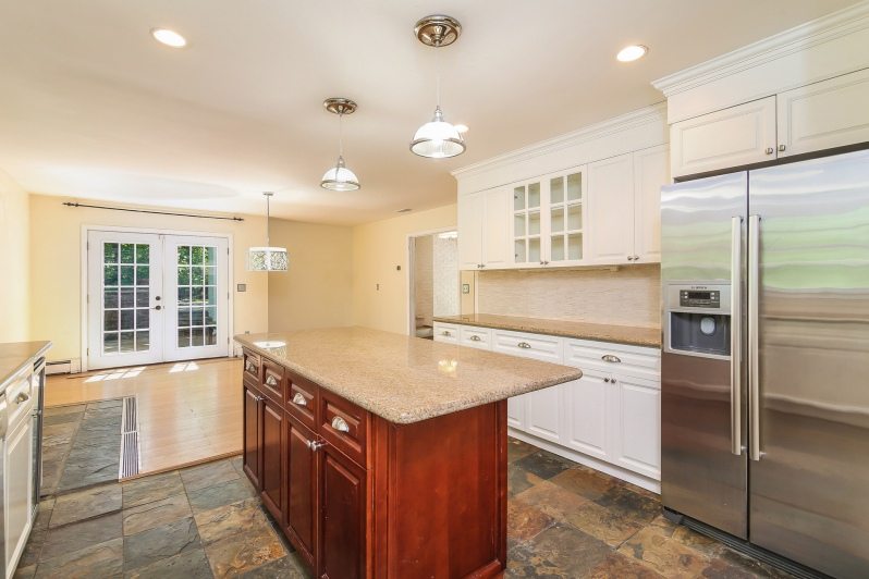 2 Bote Court, Greenwich, CT - Kitchen